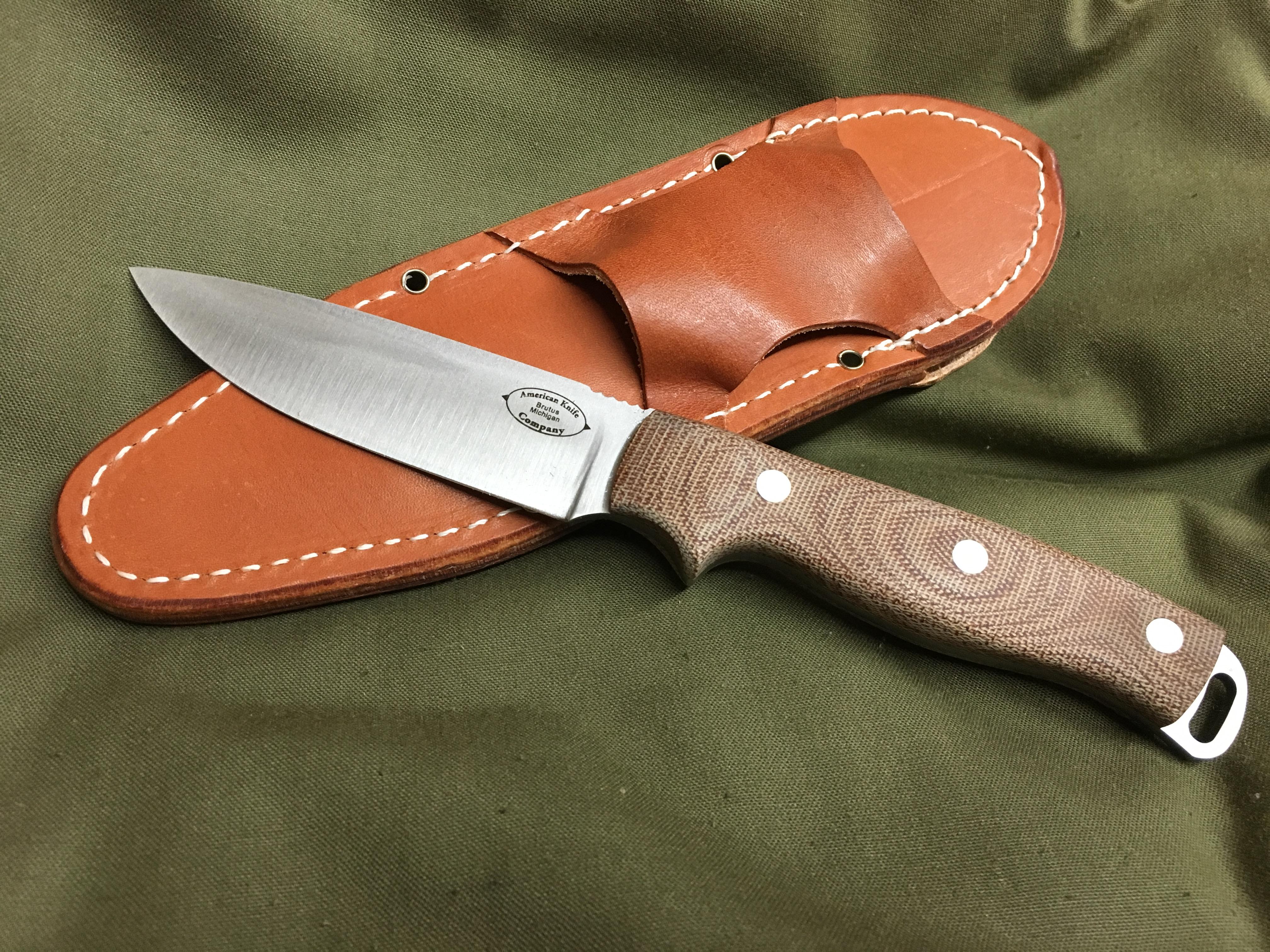 ハンティングナイフか、ブッシュクラフトナイフか